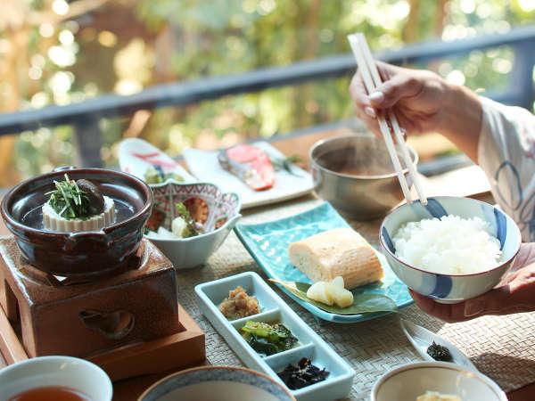 【17:00チェックイン】 「1泊朝食」 〜 お忙しいあなたの秘密の温泉旅行 〜
