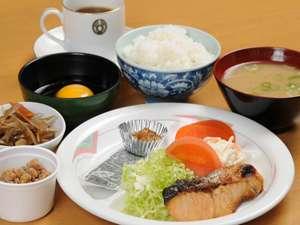 自慢の500円朝定食。中田園様の納豆など地産地消を心掛けてます。モーニングコーヒーも自由に飲めます。