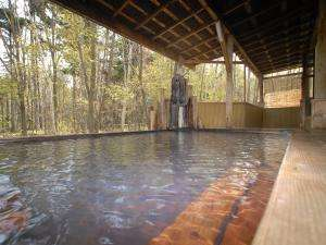 北海道の紅葉スポット近くの温泉宿・紅葉露天のある宿 名湯の森ホテルきたふくろう