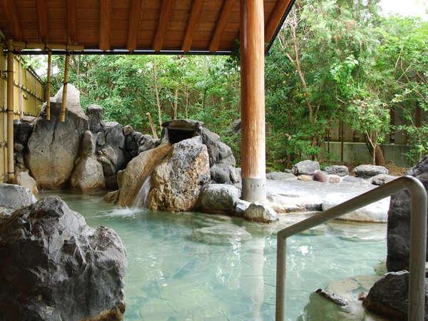 地下1300メートルより汲み上げる天然温泉「金剛乃湯」が人気★