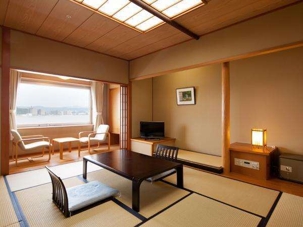 【部屋】湖側和室デラックスルーム36平米/喫煙