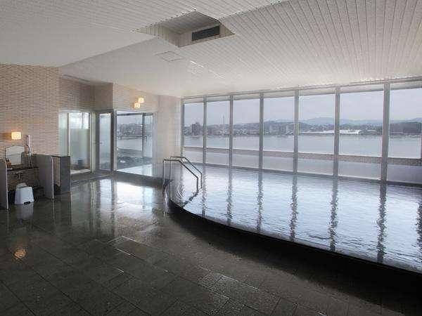しんじ湖を眺めながらのお風呂はなんとも言えない贅沢です。