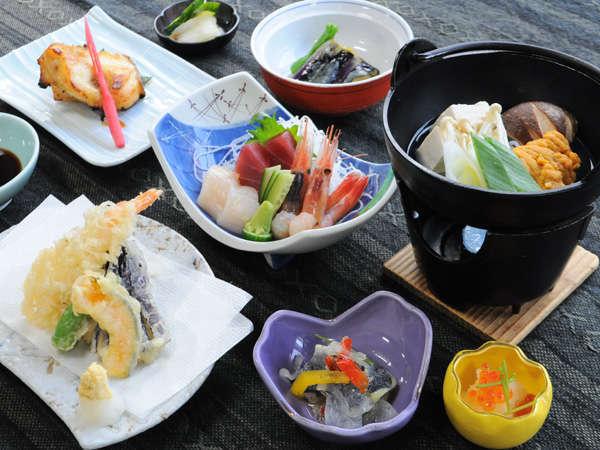 【夕食】新鮮な海の幸を使った夕食です ※時期によりお食事内容は変わります