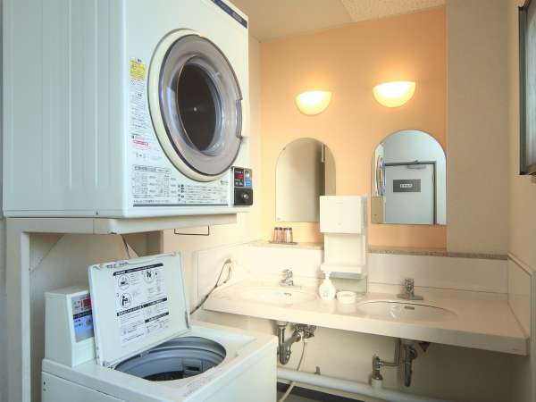 【コインランドリー】各階洗面所にあります