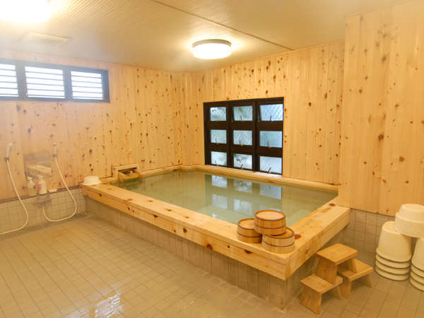 〜落ち着いた和室〜ヒノキ大浴場とおふくろの味バイキング