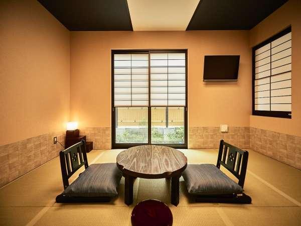 <デラックス 和室10畳>伝統的な和室の雰囲気に遊びごころを取り入れた新感覚の和室。ゆったりサイズ