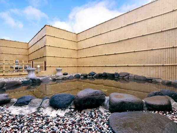 【露天風呂】湯冷めしにくい温泉から地元の皆様からは「熱の湯」と呼ばれております。