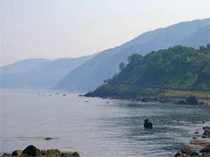 雄大な日本海を一望!爽やかな海風と潮騒をききながら。