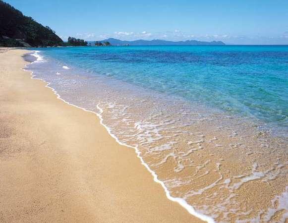 水晶浜海水浴場は、「日本の水浴場88選」に選ばれており、美しい海として有名です☆