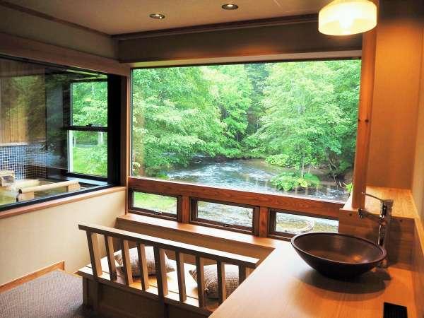 川側のお部屋には景色を楽しめるリバービューシートが 写真提供:じゃらんnet