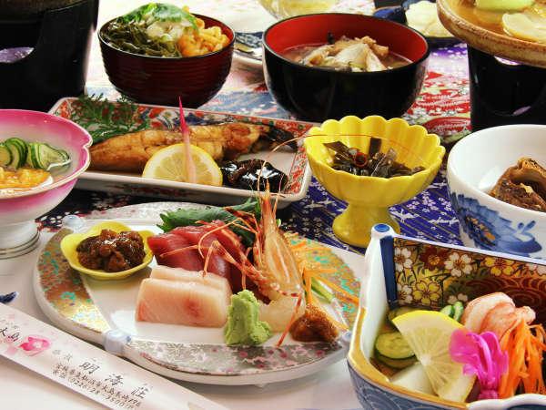 【夕食一例】その日仕入れた新鮮な魚介を使用するので料理はその日のお楽しみ♪
