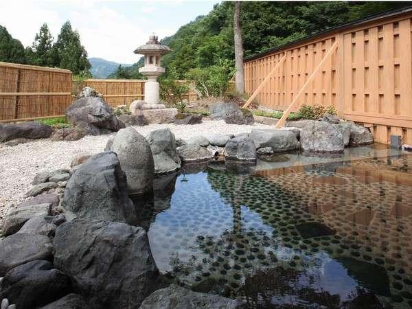霊峰人形山の伝説にある、源泉のままの温泉。翌朝9時までいつでもOK!