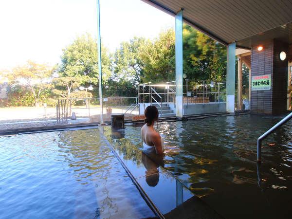 四季折々の景色を眺めながらごゆっくりご入浴いただけます