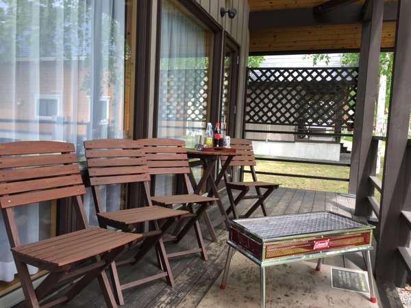 BBQ!!屋根付きウッドテラスなので雨でも安心♪有料レンタル、またはお持込でもOKです!