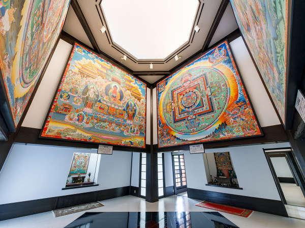 【瞑想の郷】日本で唯一の4m四方の巨大な曼荼羅絵を展示。利賀上畠集落てっぺんにある当館グループ