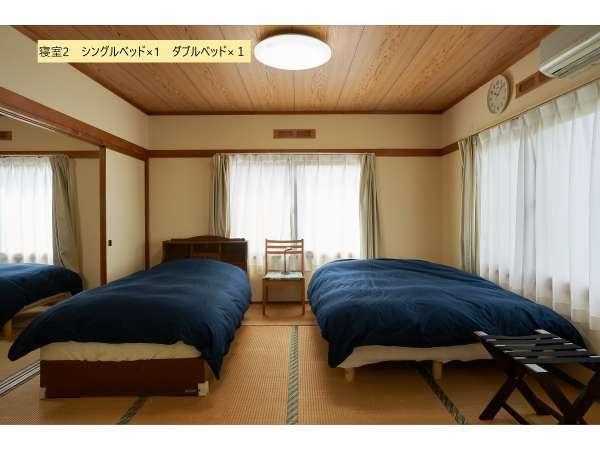 寝室2。シングルベッド×1 ダブルベッド×1