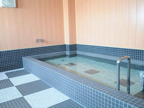 【大浴場】足を伸ばして入れるお風呂が好評。(写真は男性用大浴場です)