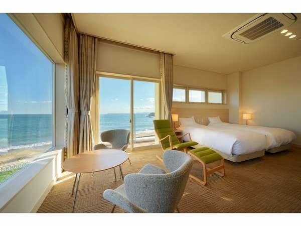 窓の向こうに広がる青い海・青い空!非日常のリゾート空間がここに。