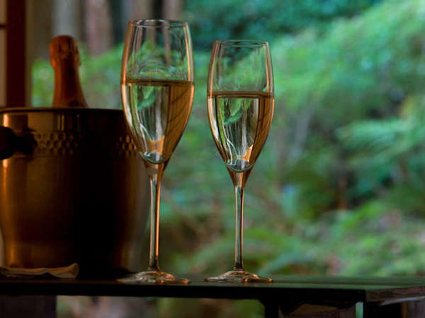 【記念日】大切な日に 〜 ケーキ&シャンパンで乾杯 〜 MOET&CHANDONフルボトル付