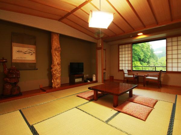 【客室一例】広めのお部屋でゆっくりとお寛ぎいただけます