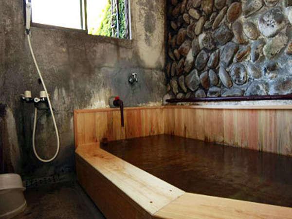 の峰温泉の源泉掛け流しの檜風呂★24時間ご利用OK