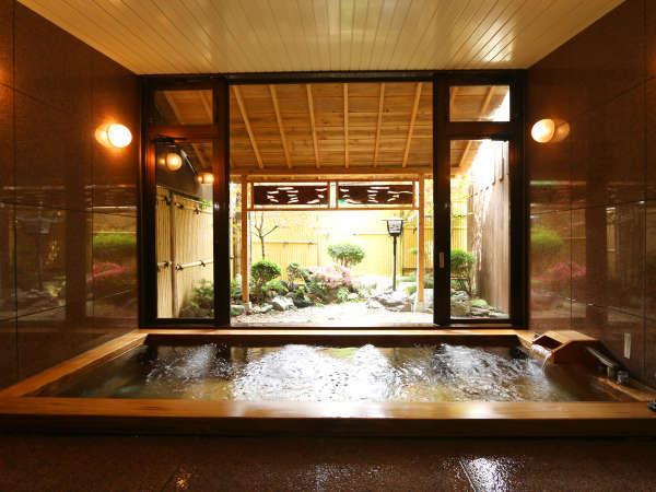 【古代ヒノキ風呂、24時間入浴可】和風庭園を正面に、檜の香りでリラックス♪美肌、血行促進、疲労回復♪