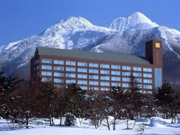 岩木山をバックにホテル全景!
