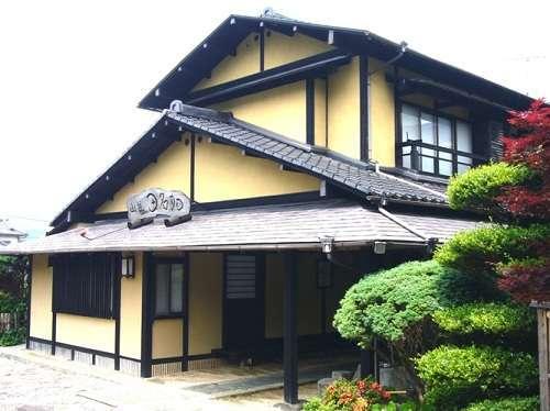 湯布院 昔懐かしい純木造日本旅館 由布院温泉 山荘 田名加の外観