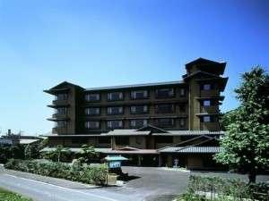 狩野川清流と箱根連峰一望の優雅な格式ある湯宿【風雅亭】の全景