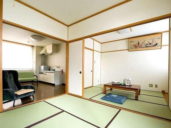 和室6畳と4畳半とダイニングの客室です。