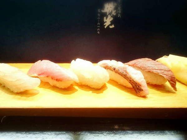 【北陸版のミシュラン(ビブグルマン)に選ばれましたっ!】寿司屋:城光さんの特上寿司付きプラン♪