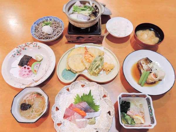 *【夕食一例】全12品ほどのボリュームたっぷり会席コースをご用意♪