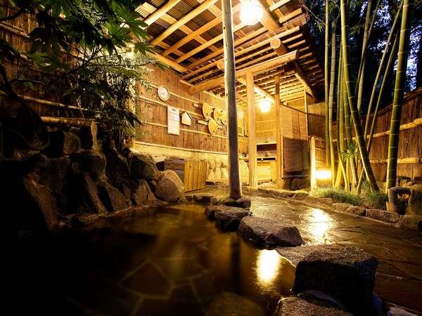 情緒のある竹林の露天風呂(女性)