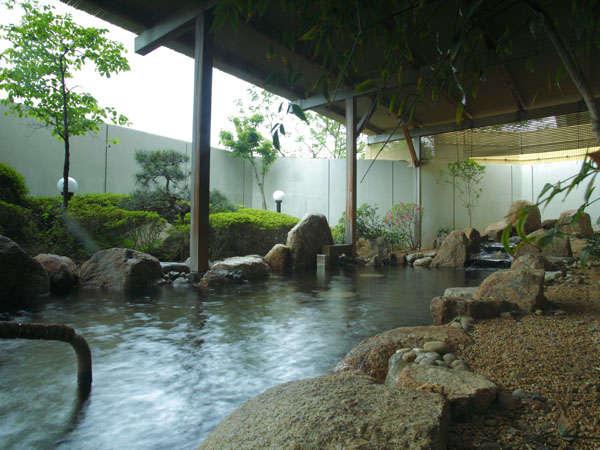 露天風呂(宮津の湯らゆら温泉・女性)は温泉になっています。足を伸ばしてごゆっくり、お浸かり下さい。