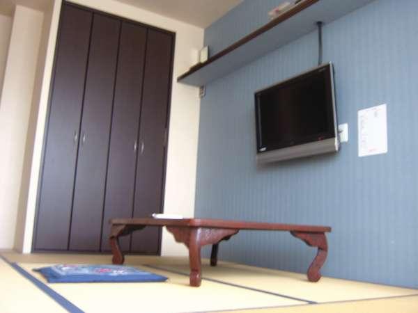 改装済みの明るい8畳和室。大型液晶テレビ&DVD付!