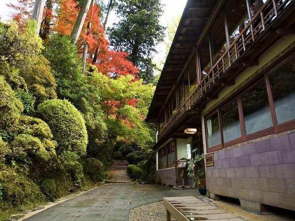 松琴館の外観
