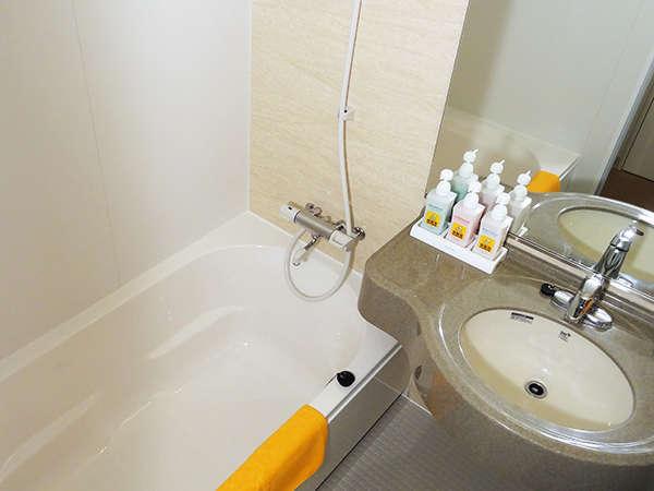 トイレ(洗浄便座付き)は浴室と独立しています。