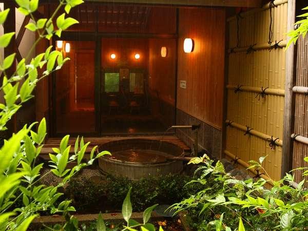 伊豆石の内風呂とローマ石の露天が人気の貸切風呂「花水木」(はなみずき)