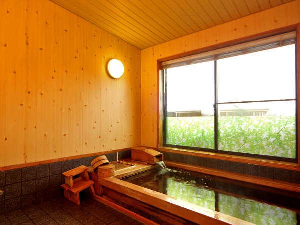 ≪檜風呂≫ゆっくりと旅の疲れを癒してください。他に若狭湾を眺望できる≪展望風呂≫がございます♪