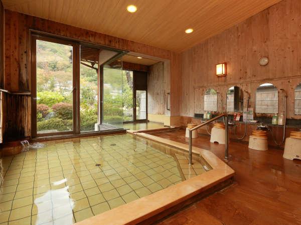 """大浴場は歴史ある""""ぬる湯""""と新源泉の""""あつ湯""""の両方をお楽しみいただけます"""