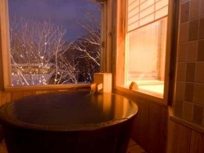 【客室風呂】幻想的な雪景色をご堪能下さいませ。
