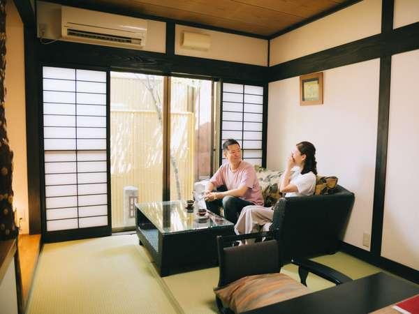 【萩】5畳と7.5畳の二間続きのお部屋を大人2名様限定でご利用頂いております。