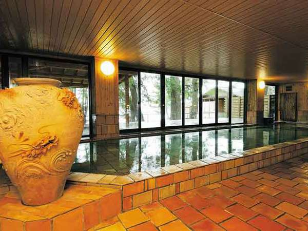 長寿陶芸風呂温泉(男湯)萩焼のお風呂です。露天風呂からは日本海が一望できます。サウナもあります。