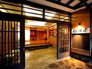 玄関、その3。開放感のあるロビーがお迎えいたします。