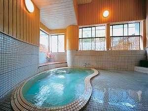 貸切風呂【紅梅の湯】をはじめ、3か所のお風呂を自由に何回でも貸切で入浴できる。