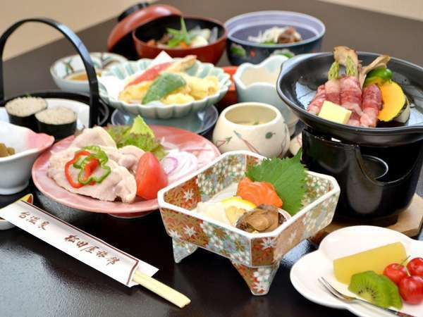 創作和食「花巻蔵御膳」。既製品ではなく手作りの創作和食「花巻蔵御膳」は、夕食評価4.1点以上の高評価。
