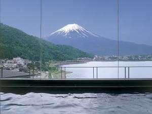 富士を望む大浴場