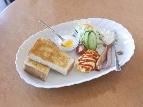朝食一例(トーストセット)※他にも和定食があります。