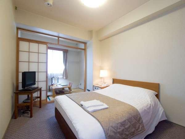 通常のダブルのお部屋に畳スペースが付いています。