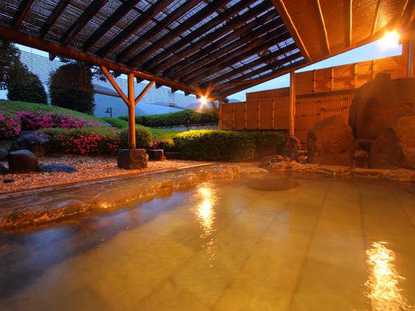 庭を望む露天風呂でリラックス♪